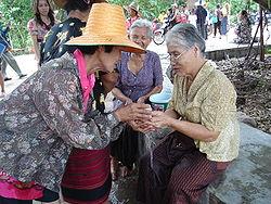 feast 0413 Songkran_in_Wat_Kungthapao_03