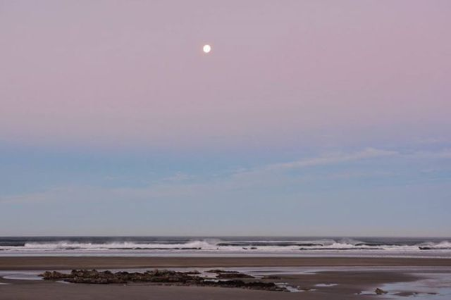 Ken Gagne 010715 Yachats Bay morning moon