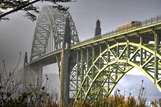 102315 Ken Gagne Yaquina Bridge morning