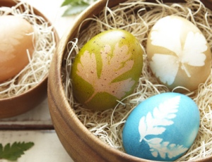Naturally Stenciled Eggs