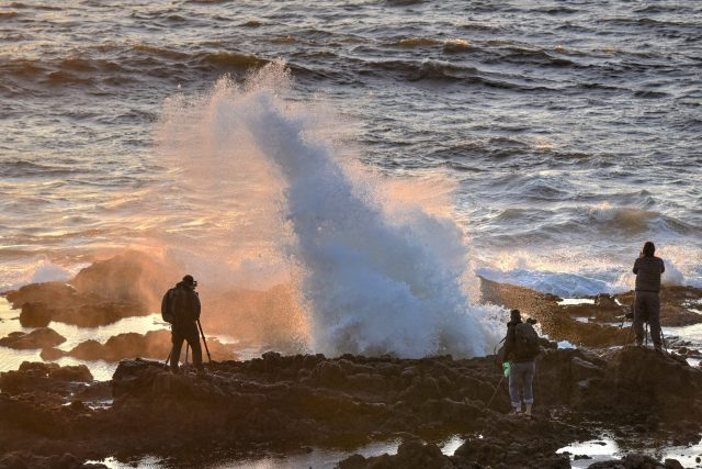 051716 Ken Gagne Photogs at Thor's well.