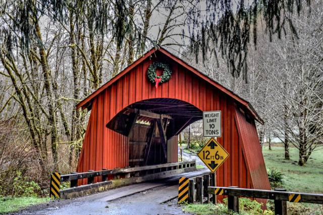 121316-yachats-covered-bridge